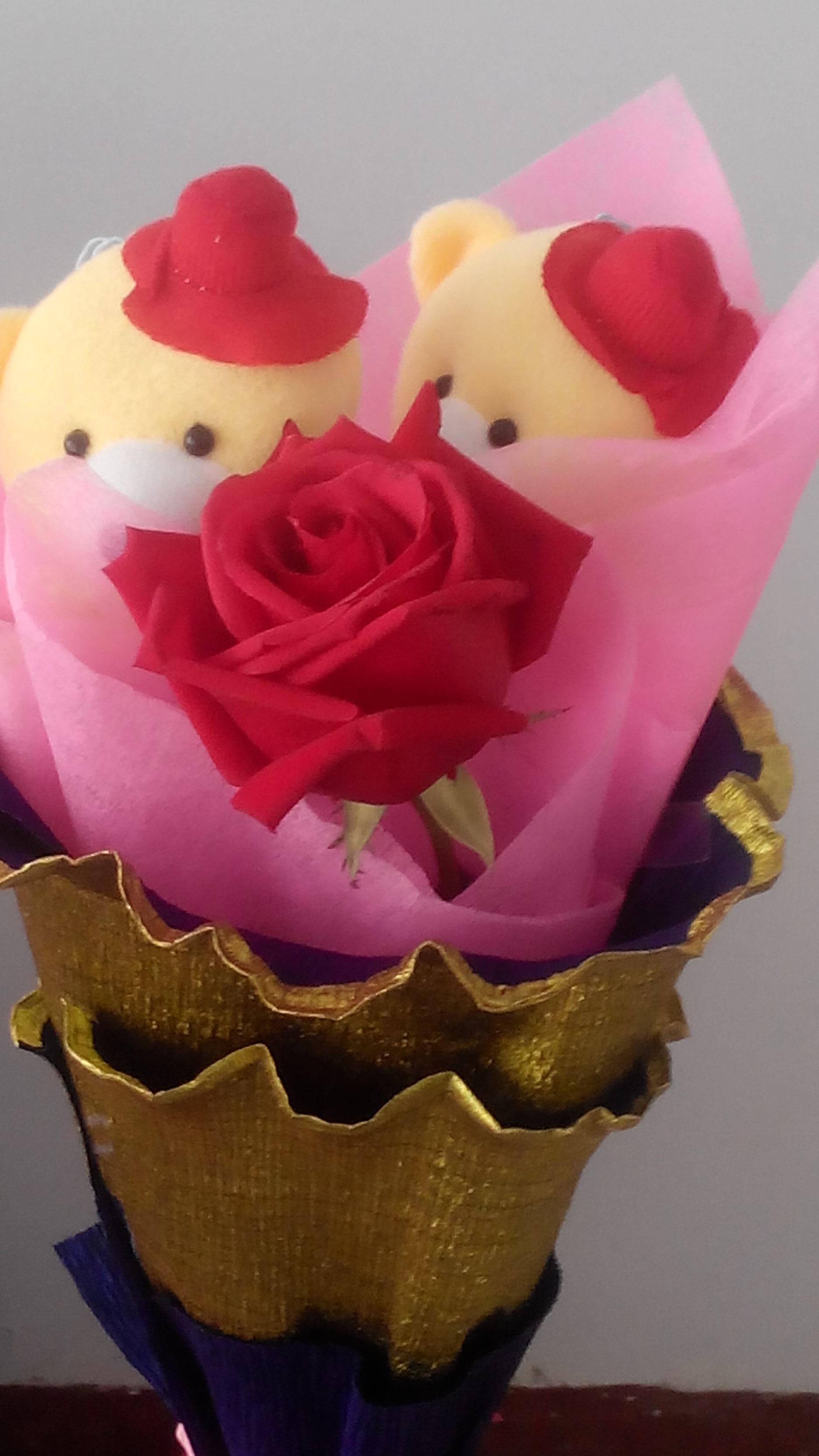 是送11朵玫瑰花,去年结婚了